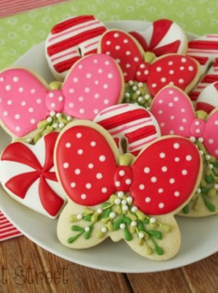 KlickitatStreet-Mistletoe-cookies