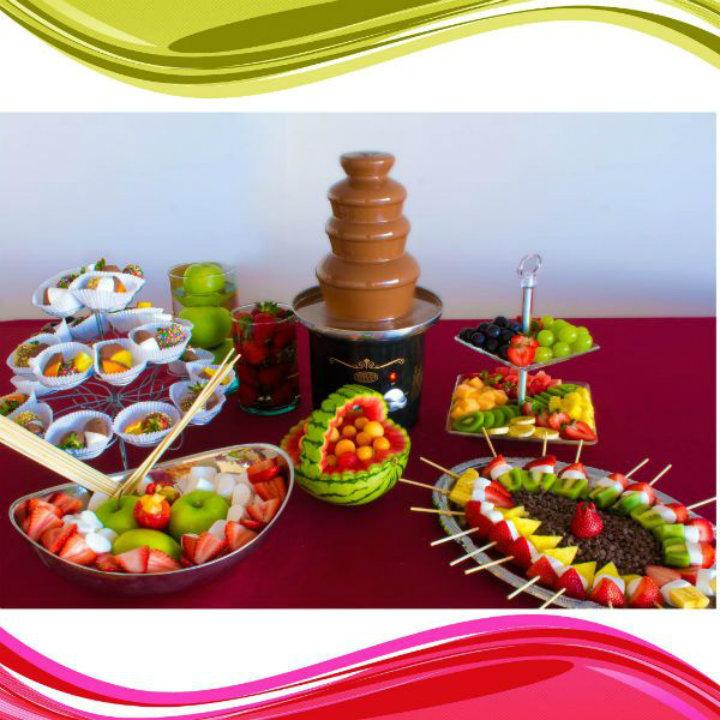 C mo hacer brochetas de frutas snack market for Como secar frutas para decoracion