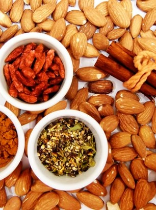 almonds-771630_640