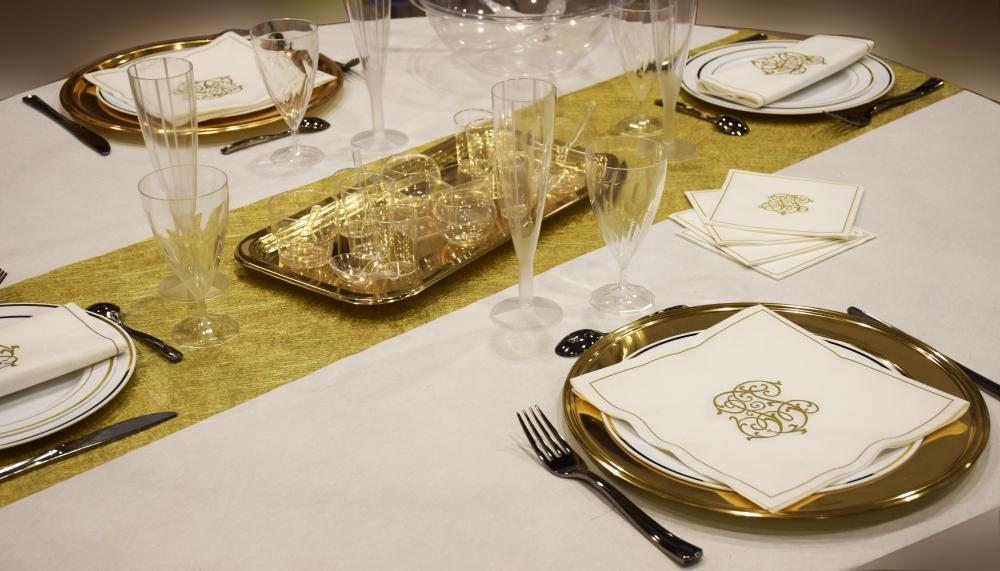 decoracion-mesa-blanco-y-dorado