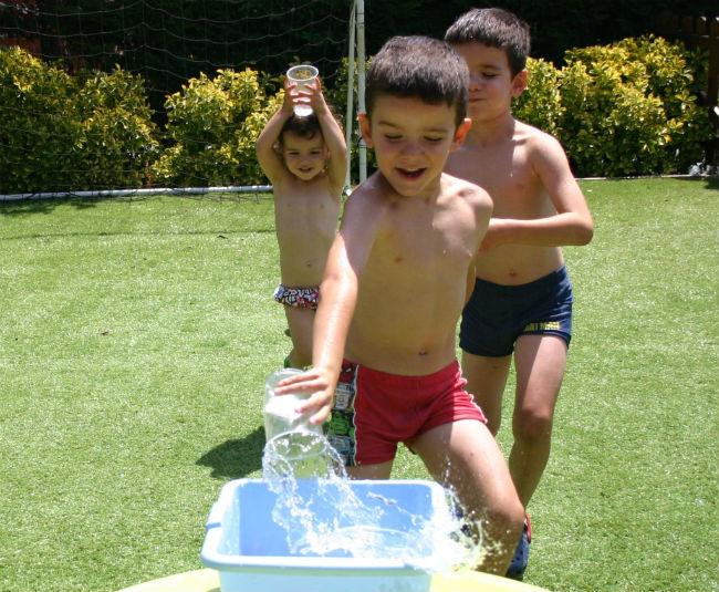 actividades-infantiles-refrescantes-juegos-agua