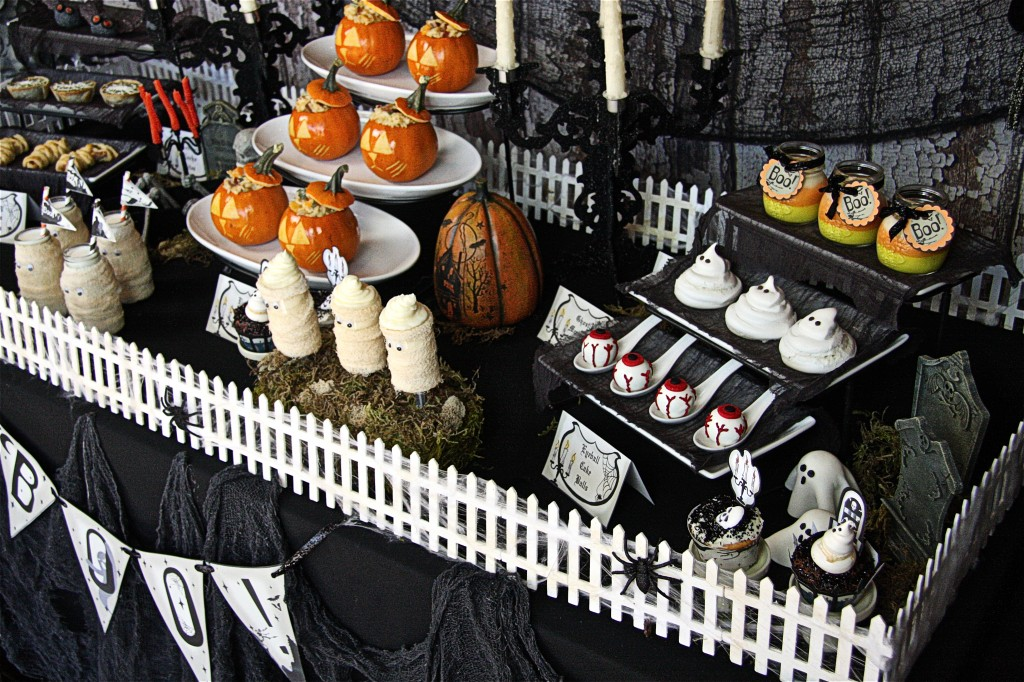 Halloween-Party-Table-The-Hopeless-Housewife-7