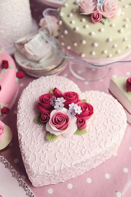pastel en forma de corazón con molde