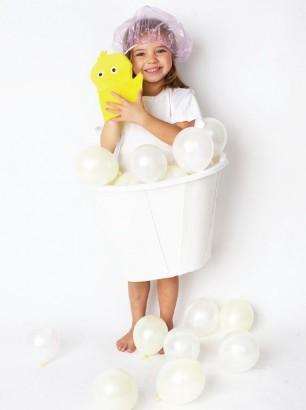 1-disfraces-con-globos-bañera