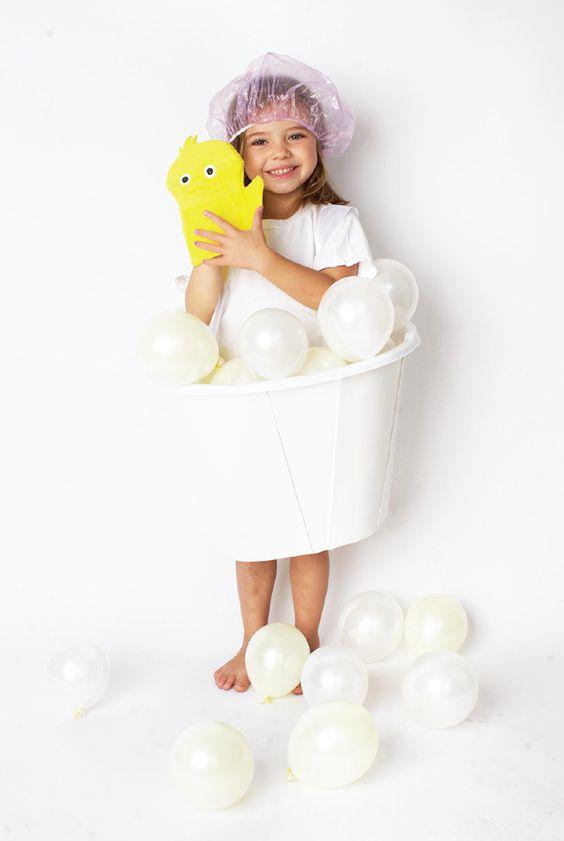 disfraces con globos bañera